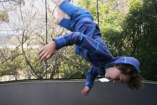 Dětská trampolína s ochrannou sítí