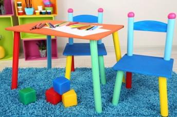 Nábytek a jiné pomůcky ve škole, zdroj: shutterstock.com